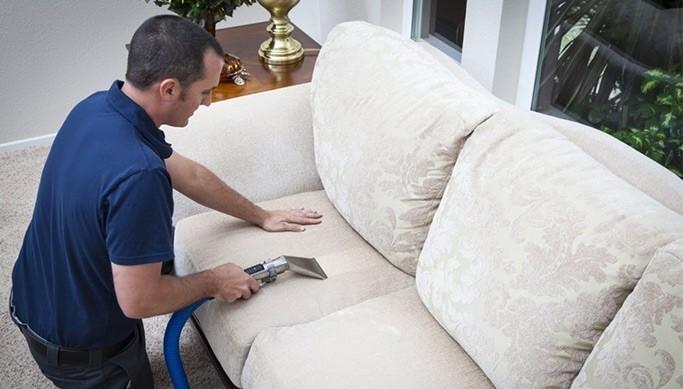 Чем почистить обивку на диване в домашних условиях